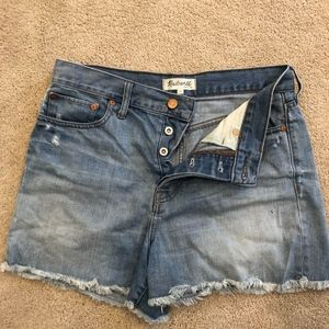 Hight rise cut off jean shorts